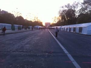 Les vestaires du marathon deparis 2011, à 7h15