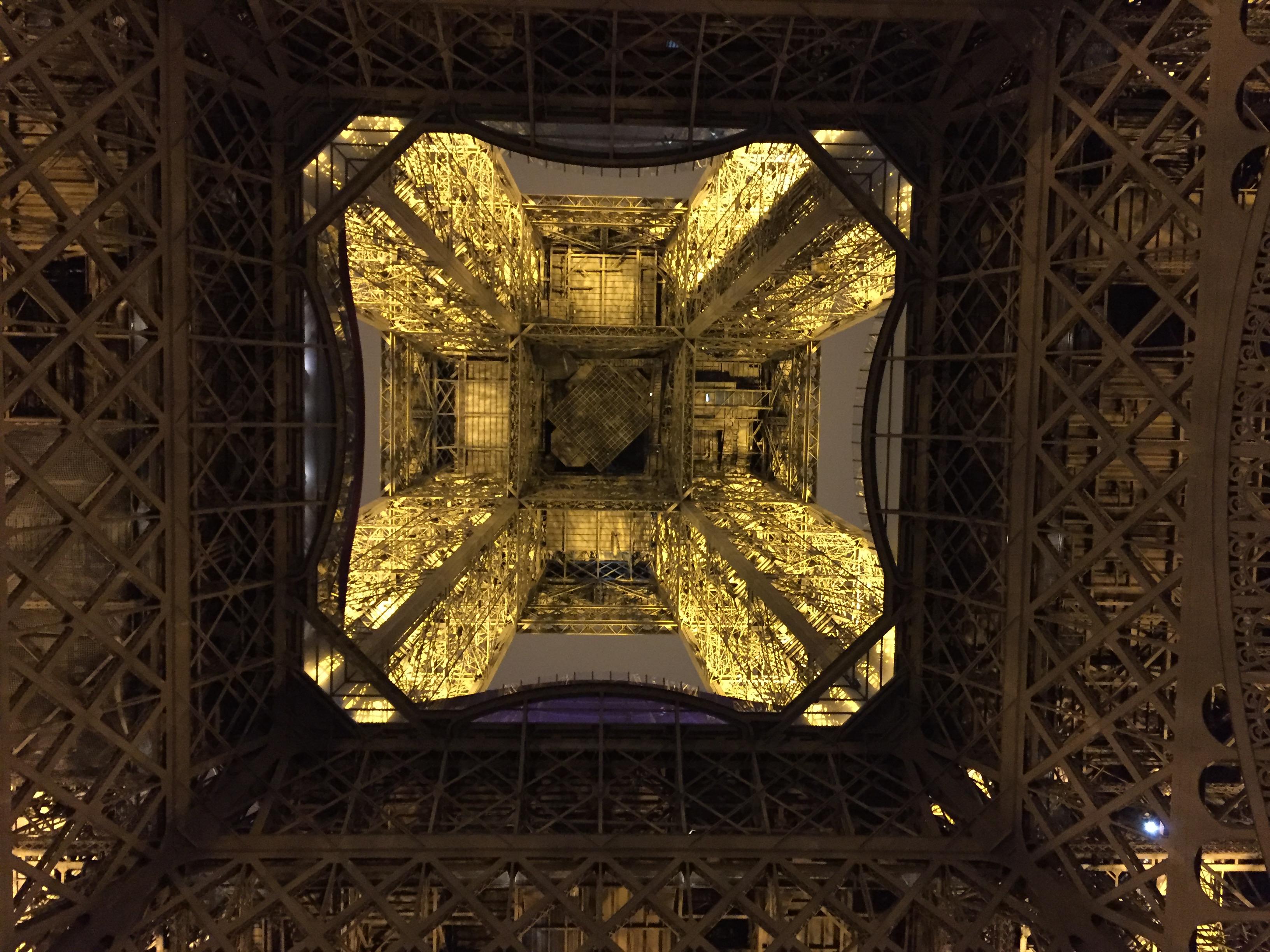 L'arrivée de l'Ecotrail 80km: le 1er étage de la Tour Eiffel