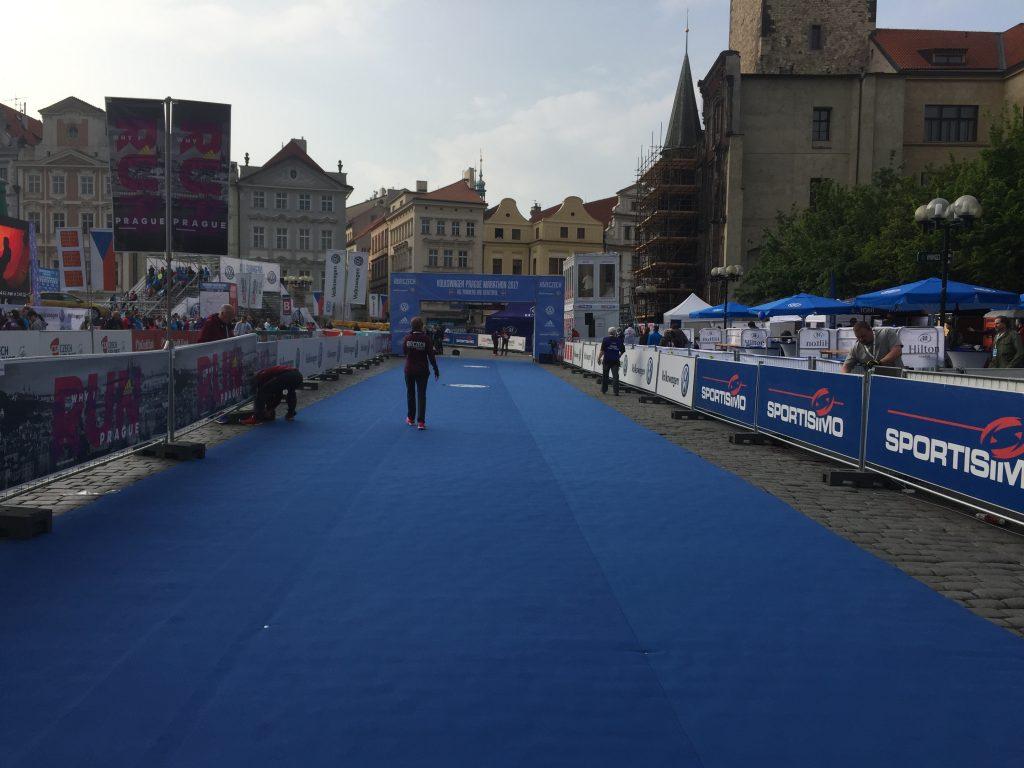 ligne d'arrivée du marathon de Prague