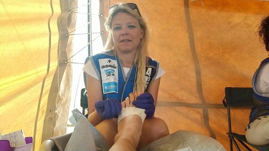 MDS: les soignants sont attentionnés, même quand il faut percer un ongle pour faire dégonfler une cloque
